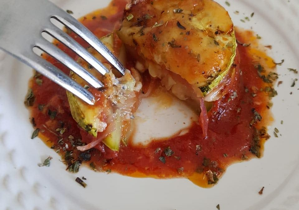 Torre de Abobrinha com Molho de Tomate